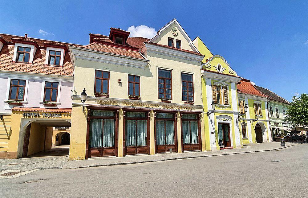 adelaparvu.com despre Hotel Traube Medias, Romania, Foto Andrei Zdetovetchi (8)