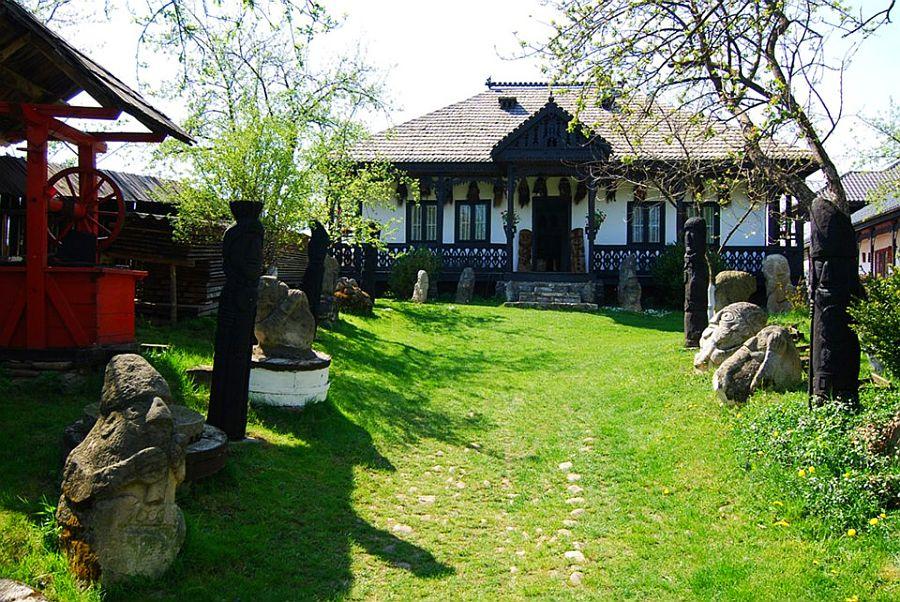 adelaparvu.com despre Muzeul Popa, Tarpesti, judetul Neamt, Romania, text Molnia Efremov (14)