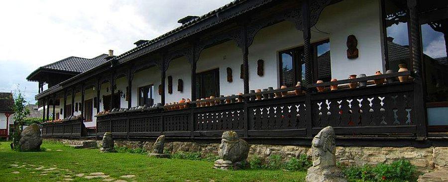 adelaparvu.com despre Muzeul Popa, Tarpesti, judetul Neamt, Romania, text Molnia Efremov (6)