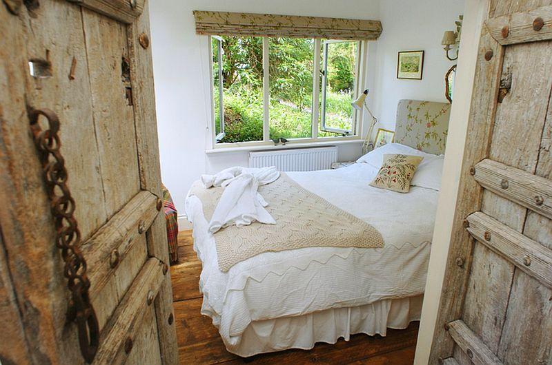 adelaparvu.com despre The Secret Holt, casa rustica, casa Marea Britanie, casa cu gradina in stil british, Foto Unique Stays Home (5)