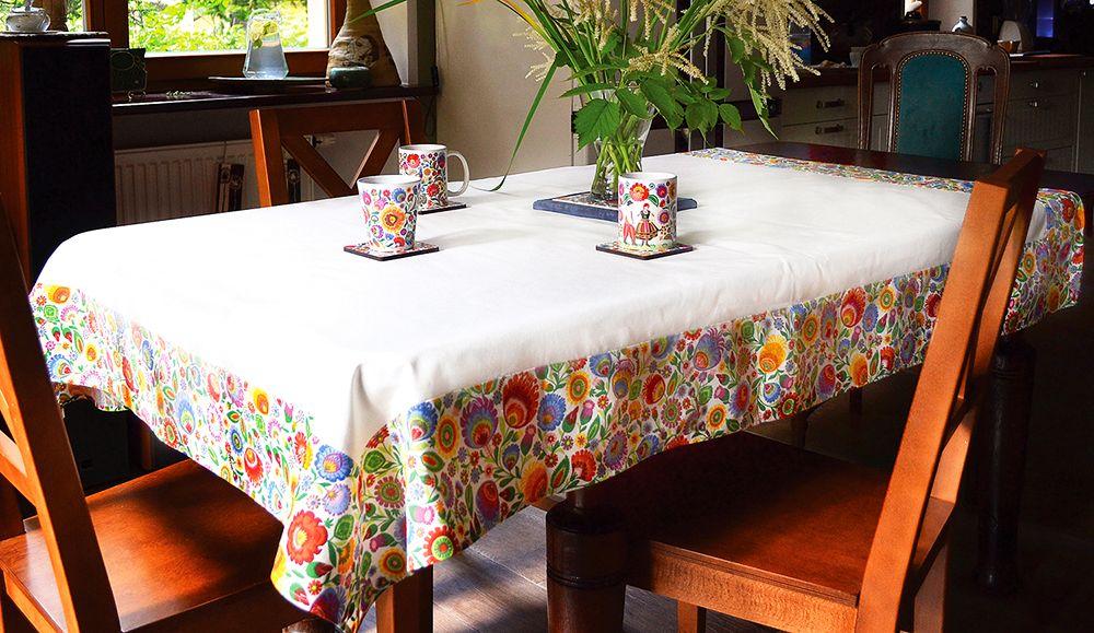 adelaparvu.com despre accesorii de masa colorate, servetele de hartie si suporturi de masa cu motive traditionale poloneze Łowicz (15)