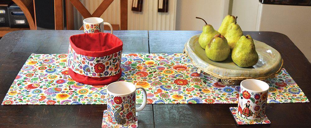 adelaparvu.com despre accesorii de masa colorate, servetele de hartie si suporturi de masa cu motive traditionale poloneze Łowicz (3)