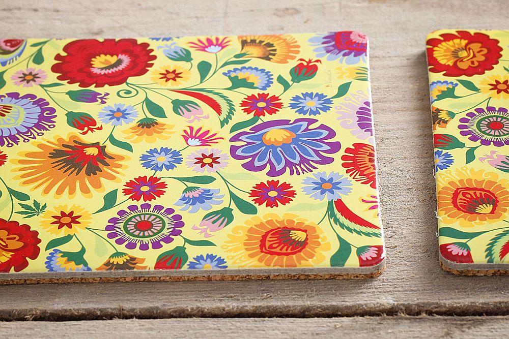 adelaparvu.com despre accesorii de masa colorate, servetele de hartie si suporturi de masa cu motive traditionale poloneze Łowicz (4)