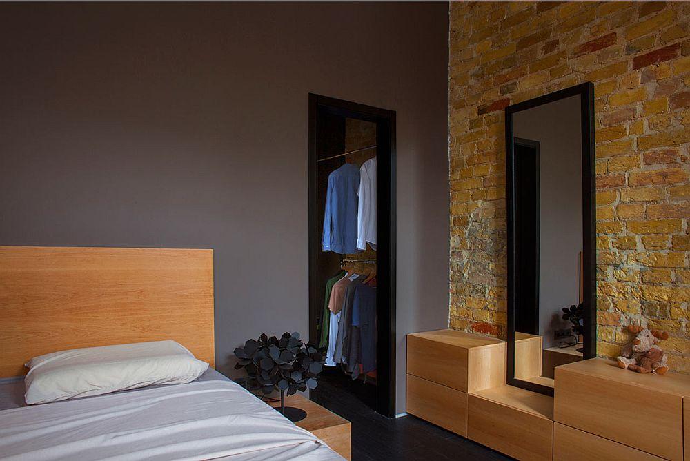 adelaparvu.com despre amenajare apartament de doua camere, mobila cu OSB, concept Constant Motion, arhitect AlexBykov (10)