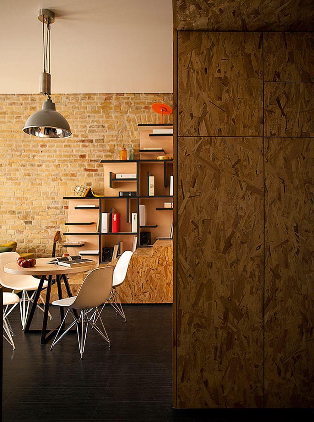 adelaparvu.com despre amenajare apartament de doua camere, mobila cu OSB, concept Constant Motion, arhitect AlexBykov (8)