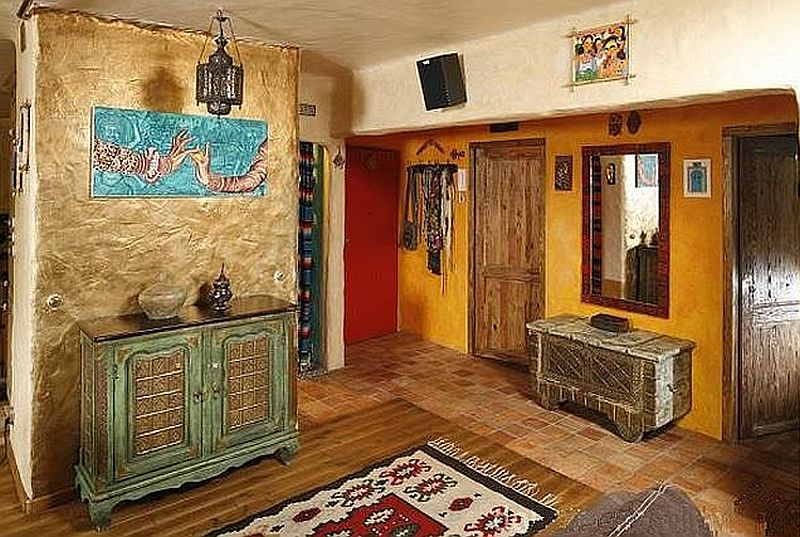 adelaparvu.com despre amenajare exotica la bloc, designeri Dorothy si Michael Lugovoi, apartament de bloc cu mobila si obiecte exotice (1)