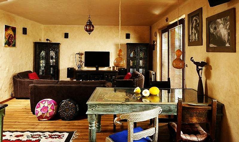 adelaparvu.com despre amenajare exotica la bloc, designeri Dorothy si Michael Lugovoi, apartament de bloc cu mobila si obiecte exotice (3)