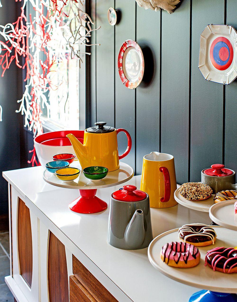 adelaparvu.com despre cabana cu interior colorat si piese de design, casa americana, designer Bradford Shellhammer, Foto Trevor Tondro (17)