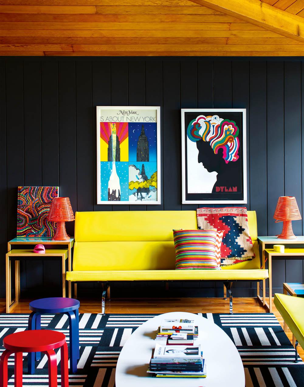 adelaparvu.com despre cabana cu interior colorat si piese de design, casa americana, designer Bradford Shellhammer, Foto Trevor Tondro