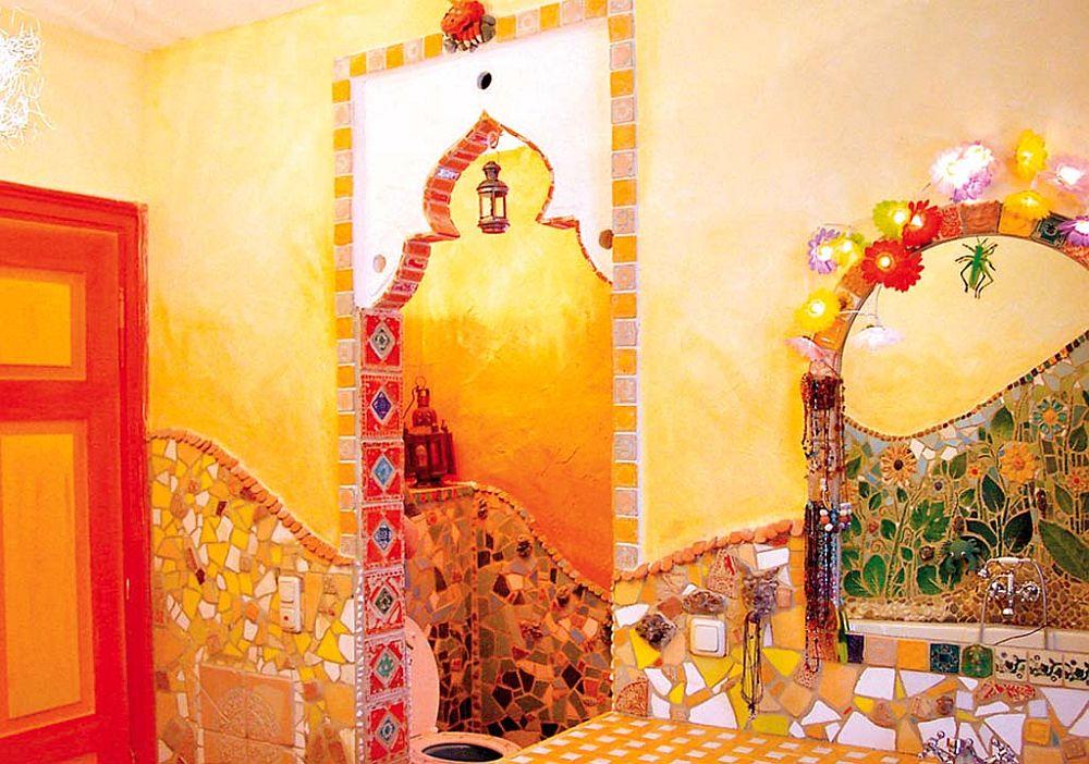 adelaparvu.com despre casa colorata, gard cu forma de creioane, interioare colorate, idei creative acasa, designer Bine Braendle (13)