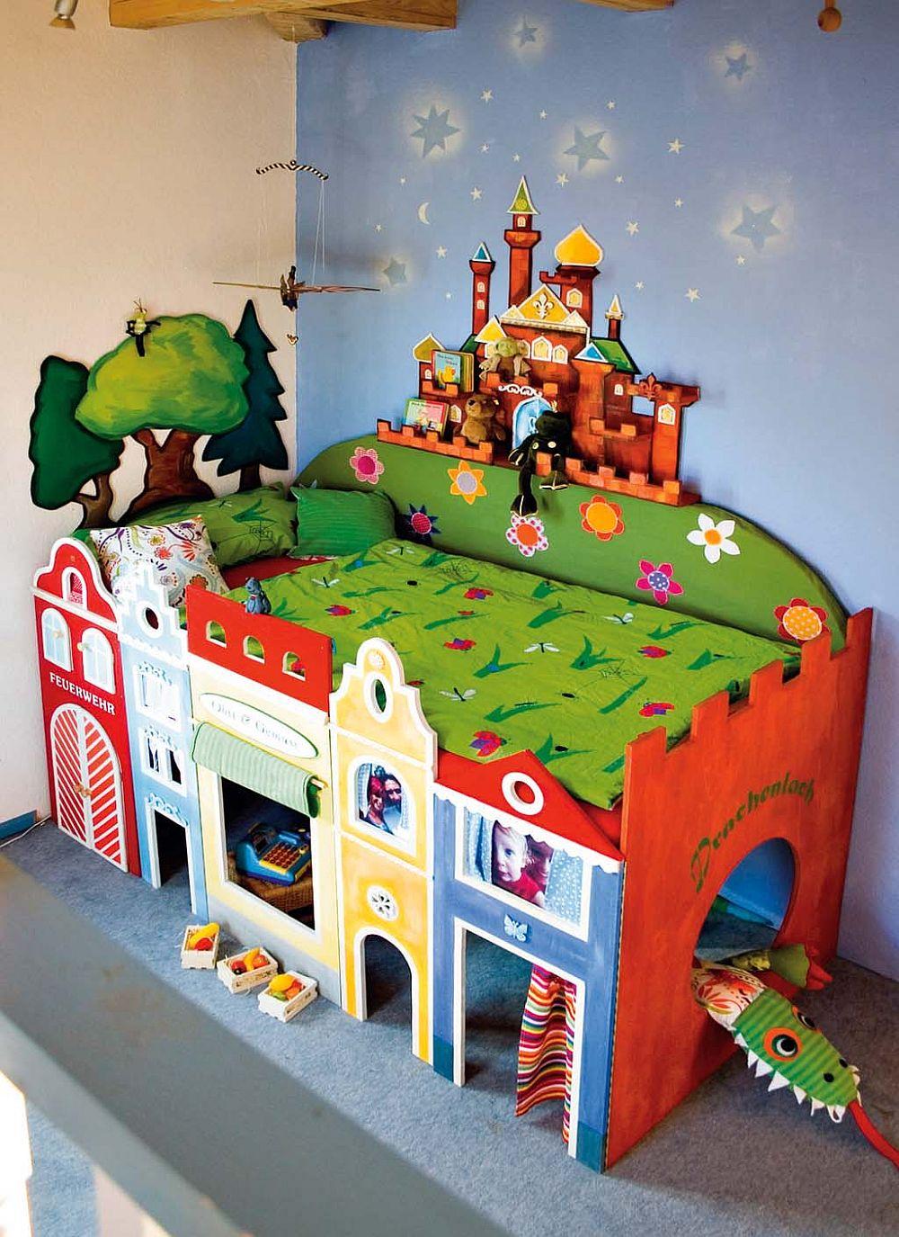 adelaparvu.com despre casa colorata, gard cu forma de creioane, interioare colorate, idei creative acasa, designer Bine Braendle (14)