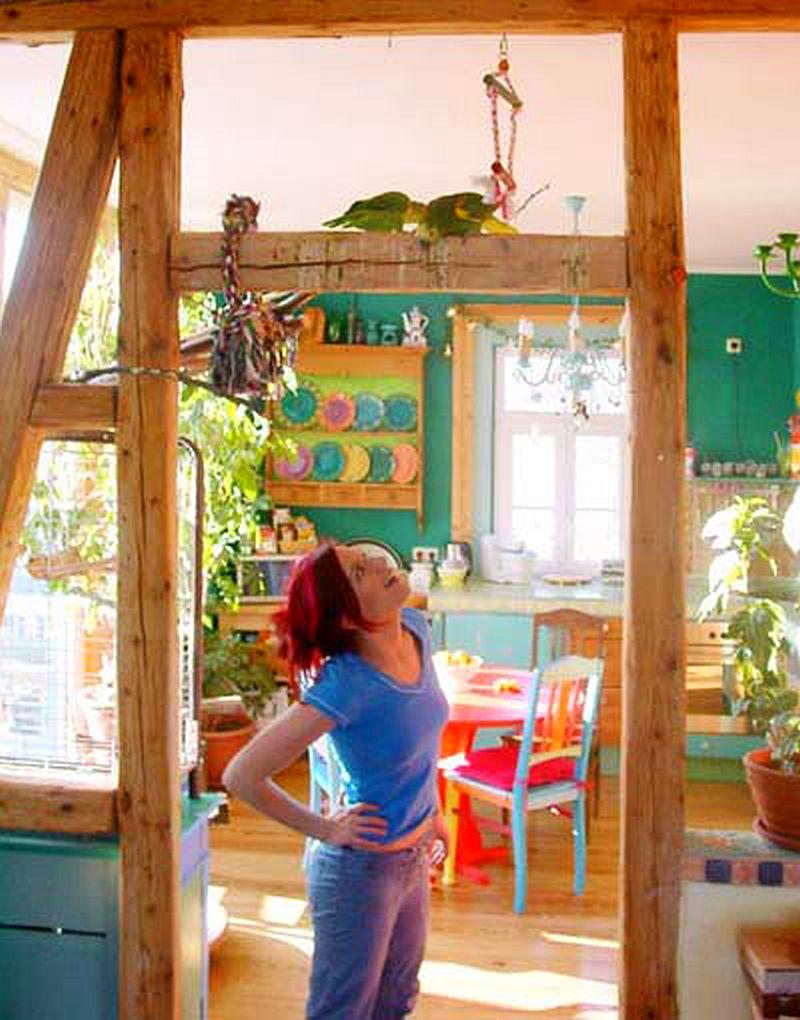 adelaparvu.com despre casa colorata, gard cu forma de creioane, interioare colorate, idei creative acasa, designer Bine Braendle (30)
