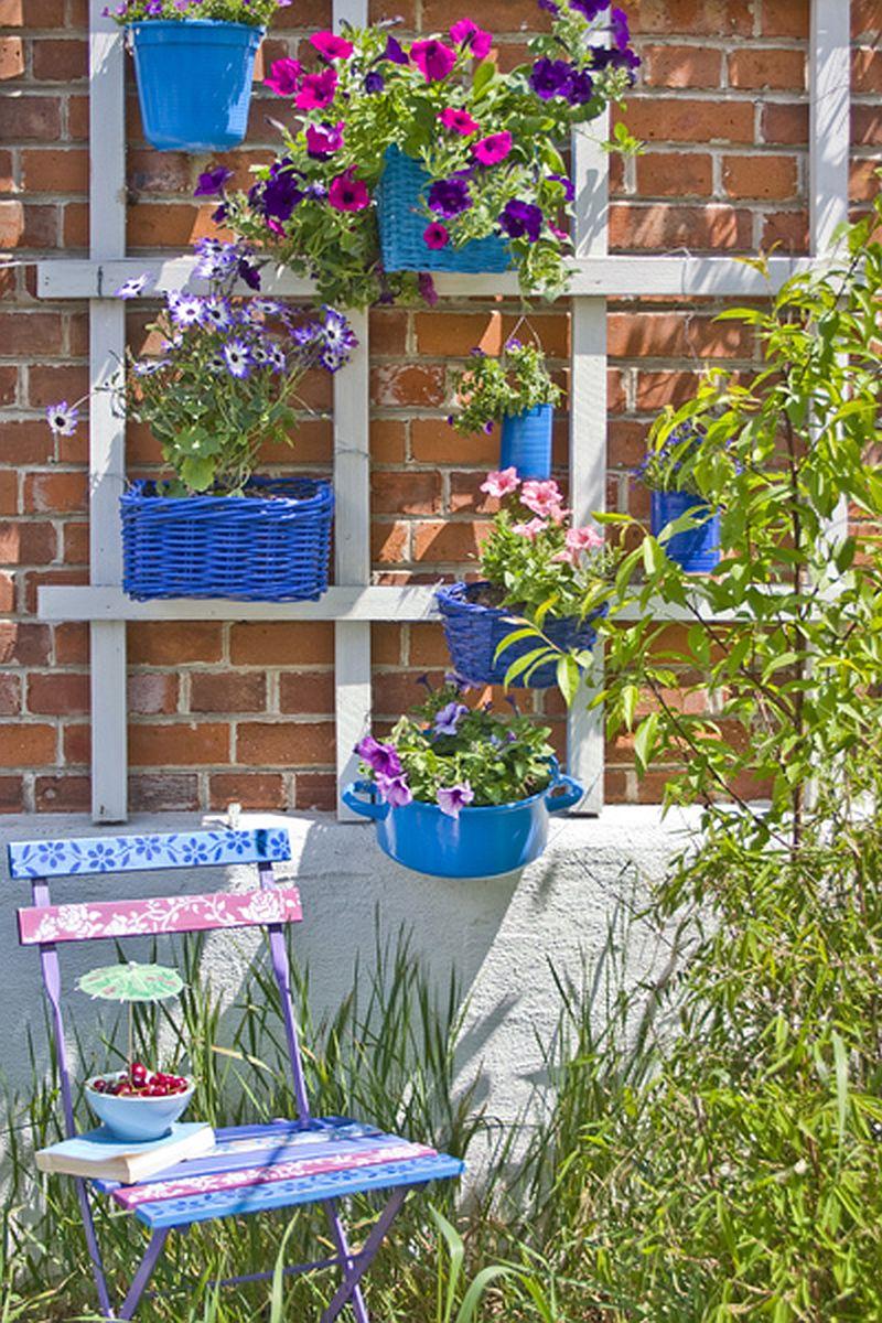 adelaparvu.com despre casa colorata, gard cu forma de creioane, interioare colorate, idei creative acasa, designer Bine Braendle (32)