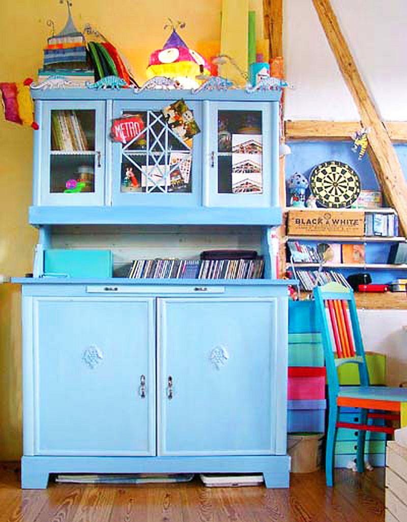 adelaparvu.com despre casa colorata, gard cu forma de creioane, interioare colorate, idei creative acasa, designer Bine Braendle (33)