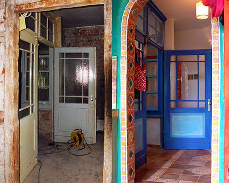 adelaparvu.com despre casa colorata, gard cu forma de creioane, interioare colorate, idei creative acasa, designer Bine Braendle (34)