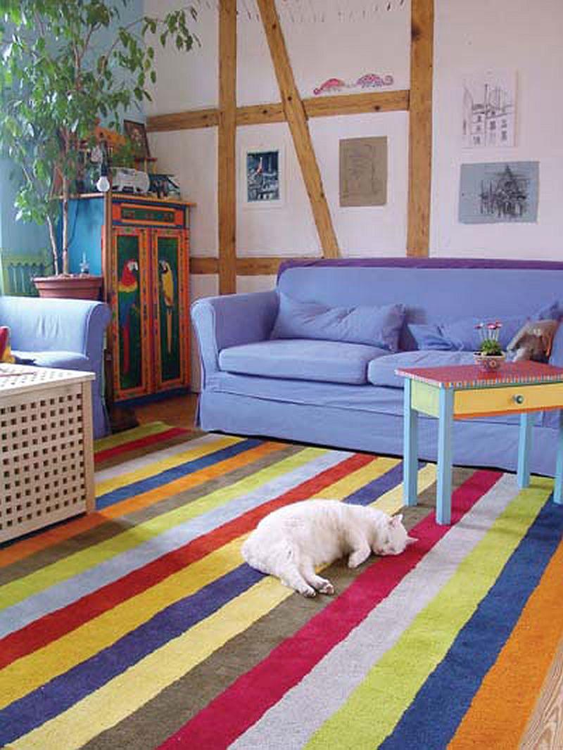 adelaparvu.com despre casa colorata, gard cu forma de creioane, interioare colorate, idei creative acasa, designer Bine Braendle (36)