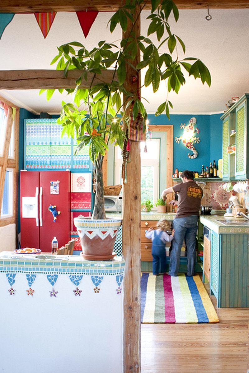 adelaparvu.com despre casa colorata, gard cu forma de creioane, interioare colorate, idei creative acasa, designer Bine Braendle (43)