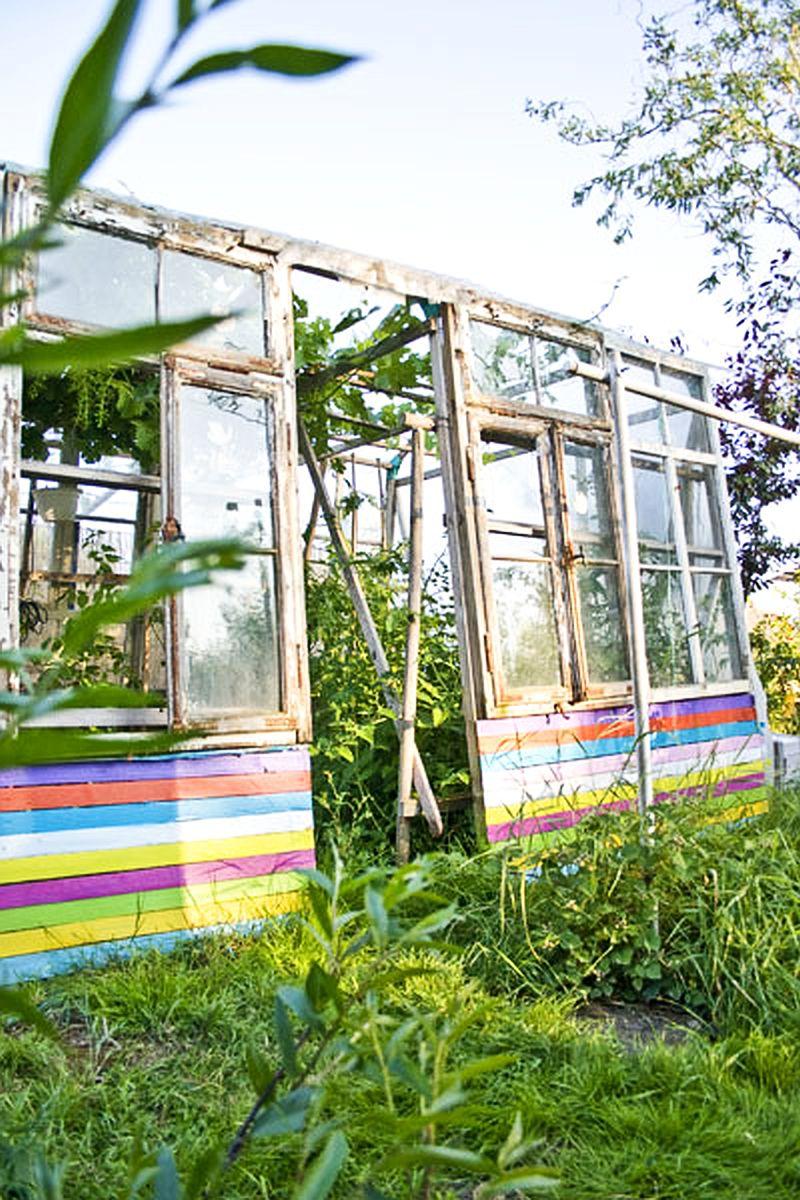 adelaparvu.com despre casa colorata, gard cu forma de creioane, interioare colorate, idei creative acasa, designer Bine Braendle (45)