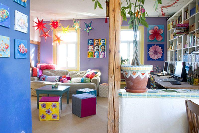 adelaparvu.com despre casa colorata, gard cu forma de creioane, interioare colorate, idei creative acasa, designer Bine Braendle (46)