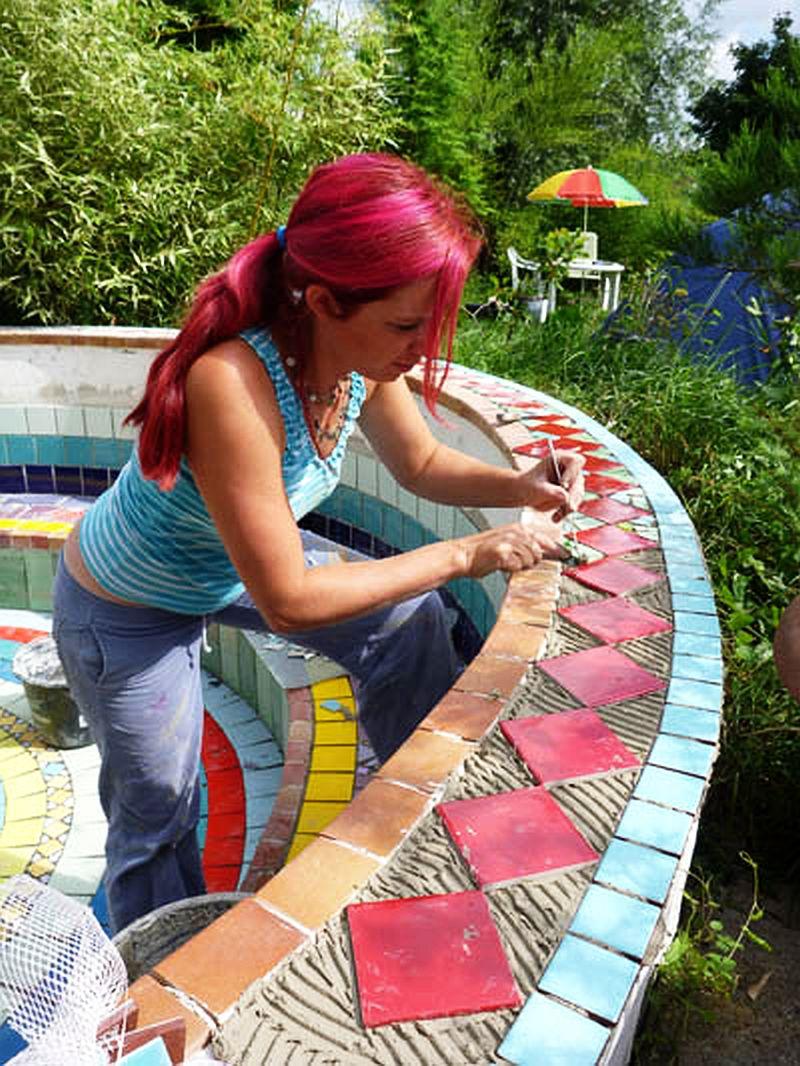 adelaparvu.com despre casa colorata, gard cu forma de creioane, interioare colorate, idei creative acasa, designer Bine Braendle (52)