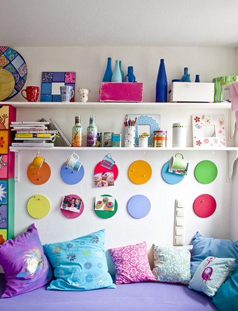 adelaparvu.com despre casa colorata, gard cu forma de creioane, interioare colorate, idei creative acasa, designer Bine Braendle (54)