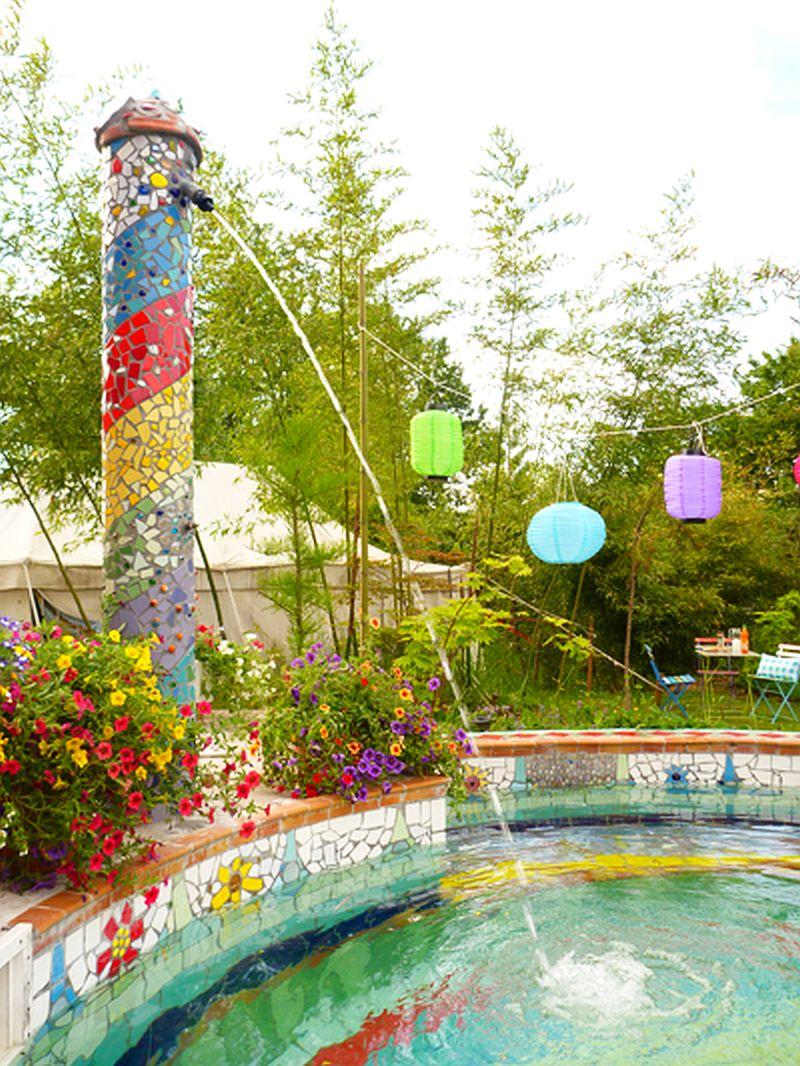 adelaparvu.com despre casa colorata, gard cu forma de creioane, interioare colorate, idei creative acasa, designer Bine Braendle (56)