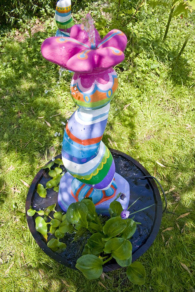 adelaparvu.com despre casa colorata, gard cu forma de creioane, interioare colorate, idei creative acasa, designer Bine Braendle (58)