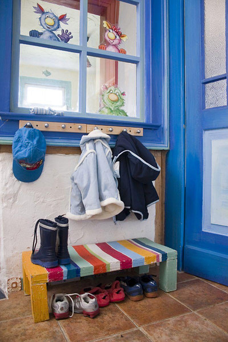 adelaparvu.com despre casa colorata, gard cu forma de creioane, interioare colorate, idei creative acasa, designer Bine Braendle (60)