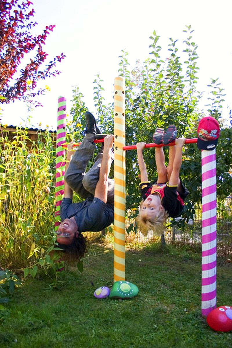 adelaparvu.com despre casa colorata, gard cu forma de creioane, interioare colorate, idei creative acasa, designer Bine Braendle (63)