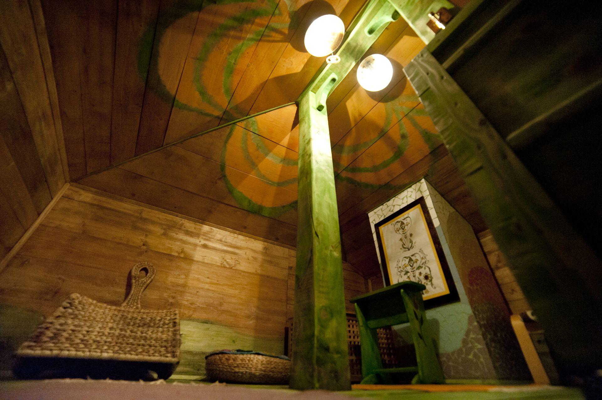 adelaparvu.com despre casa din chirpici la Ciolpani, Poiana Florilor, designer Elena Vasiliu arh. Raluca Suru, Foto Dragos Boldea (1)