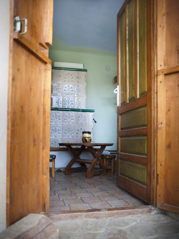 adelaparvu.com despre casa din chirpici la Ciolpani, Poiana Florilor, designer Elena Vasiliu arh. Raluca Suru, Foto Dragos Boldea (11)