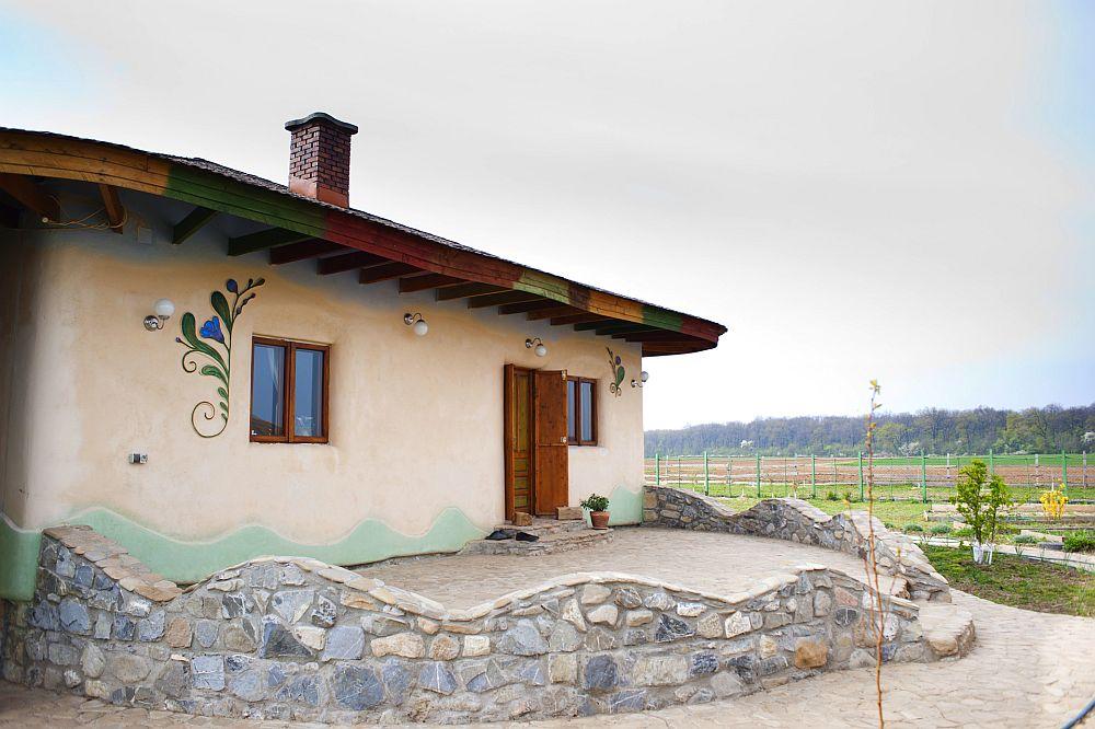 adelaparvu.com despre casa din chirpici la Ciolpani, Poiana Florilor, designer Elena Vasiliu arh. Raluca Suru, Foto Dragos Boldea (33)