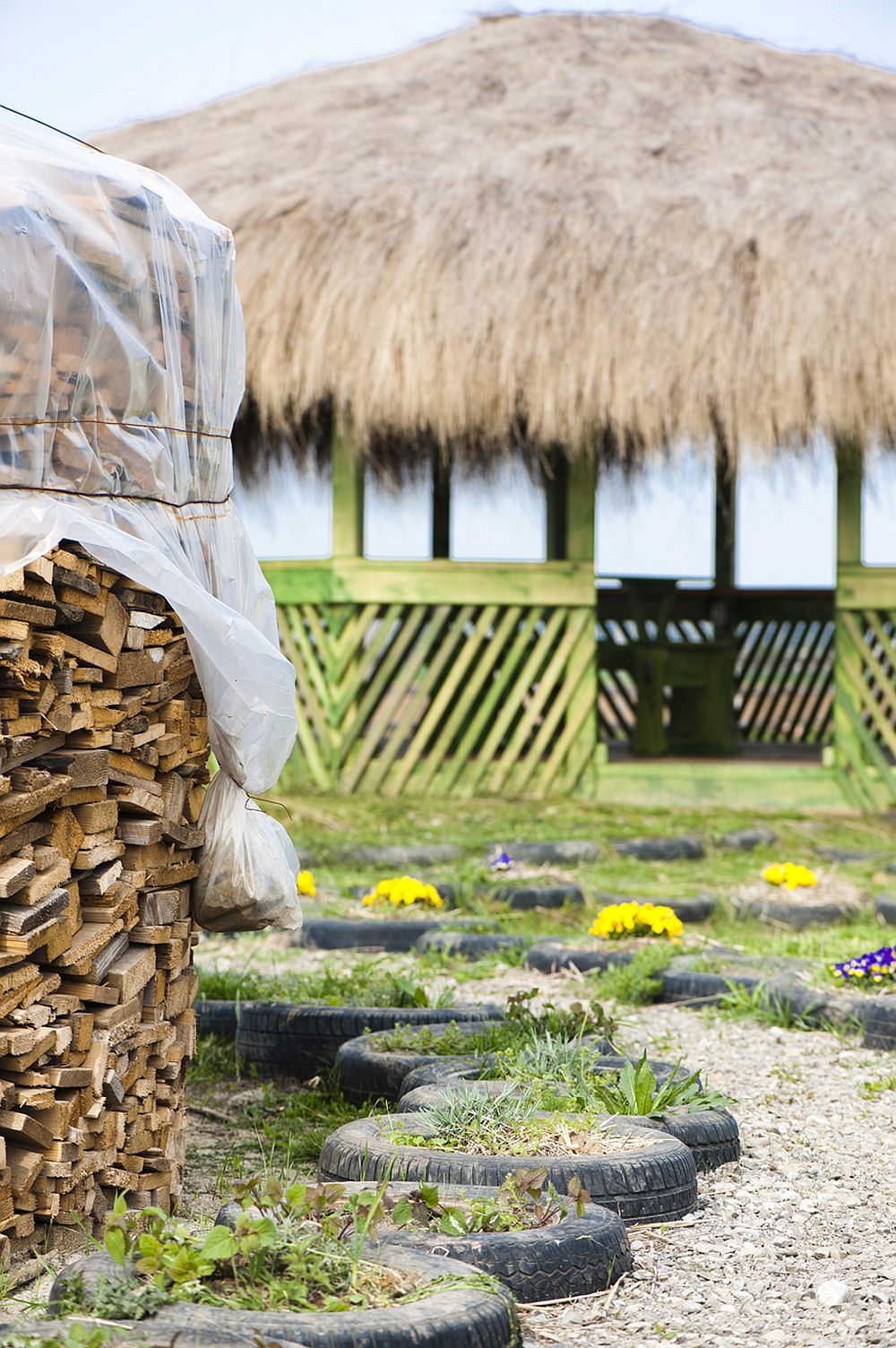 adelaparvu.com despre casa din chirpici la Ciolpani, Poiana Florilor, designer Elena Vasiliu arh. Raluca Suru, Foto Dragos Boldea (39)