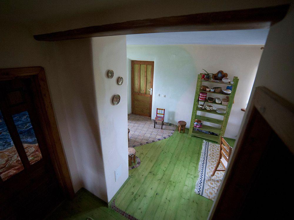 adelaparvu.com despre casa din chirpici la Ciolpani, Poiana Florilor, designer Elena Vasiliu arh. Raluca Suru, Foto Dragos Boldea (4)