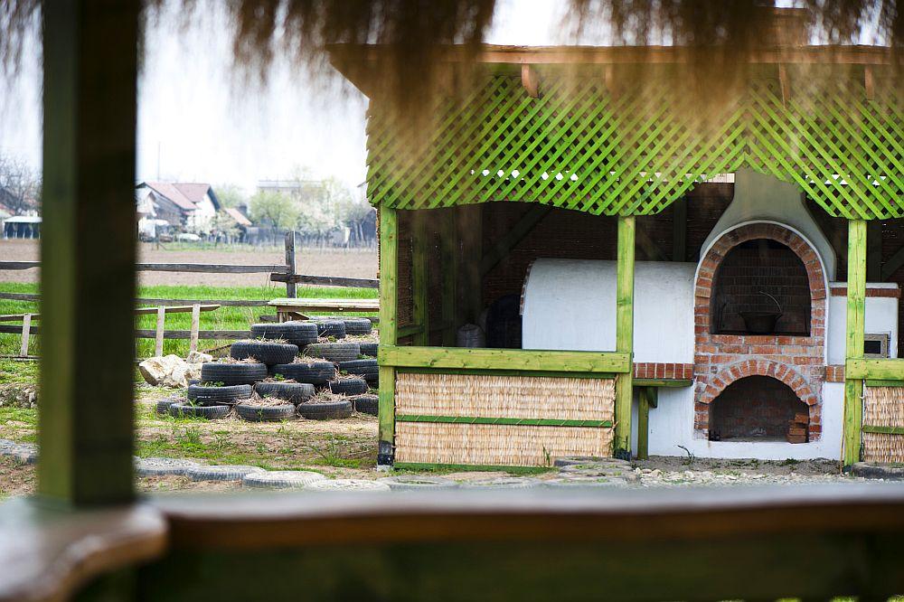 adelaparvu.com despre casa din chirpici la Ciolpani, Poiana Florilor, designer Elena Vasiliu arh. Raluca Suru, Foto Dragos Boldea (46)