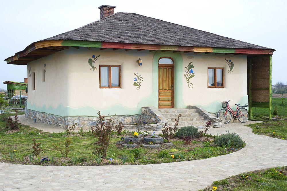 adelaparvu.com despre casa din chirpici la Ciolpani, Poiana Florilor, designer Elena Vasiliu arh. Raluca Suru, Foto Dragos Boldea (51)
