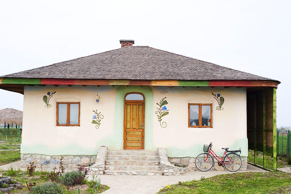 adelaparvu.com despre casa din chirpici la Ciolpani, Poiana Florilor, designer Elena Vasiliu arh. Raluca Suru, Foto Dragos Boldea (61)