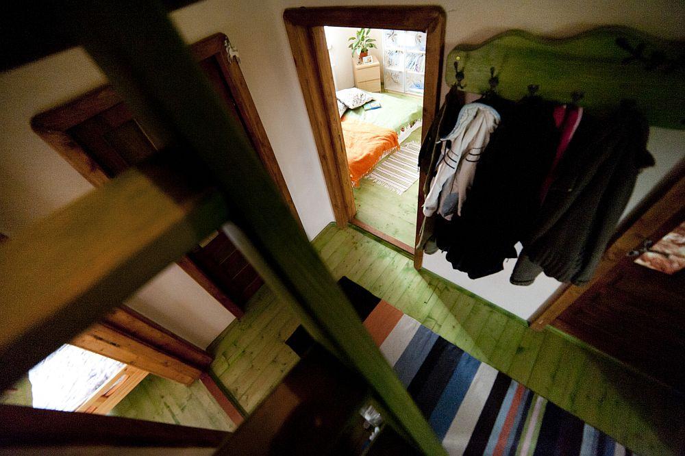 adelaparvu.com despre casa din chirpici la Ciolpani, Poiana Florilor, designer Elena Vasiliu arh. Raluca Suru, Foto Dragos Boldea (76)