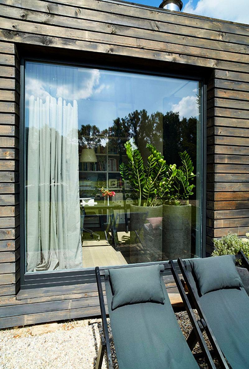 Are lambriuri i pe acoperi casa asta modern din lemn for Casa moderna 2014 espositori