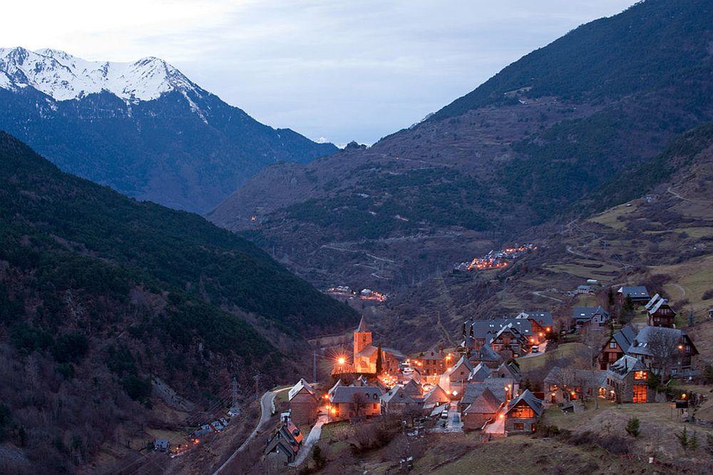 adelaparvu.com despre casa rustica cu interior modern in muntii Pirinei, Spania, Foto Hikarifoto (10)