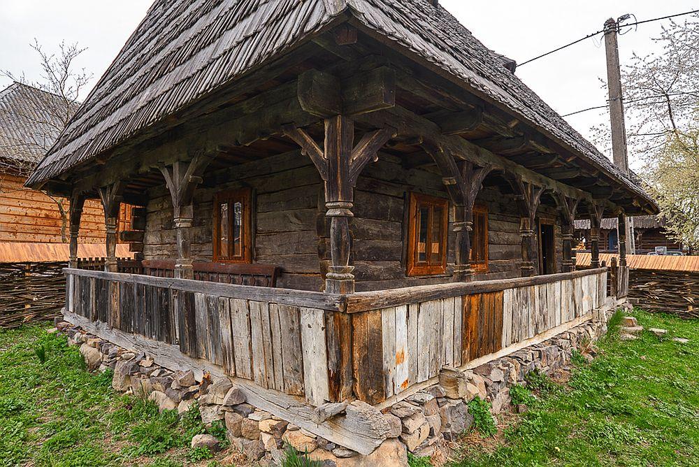 adelaparvu.com despre case din lemn maramuresene, case restaurate Maramures, Breb, Foto Dragos Asaftei (1)