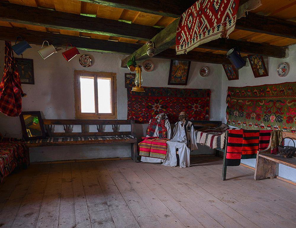 adelaparvu.com despre case din lemn maramuresene, case restaurate Maramures, Breb, Foto Dragos Asaftei (16)