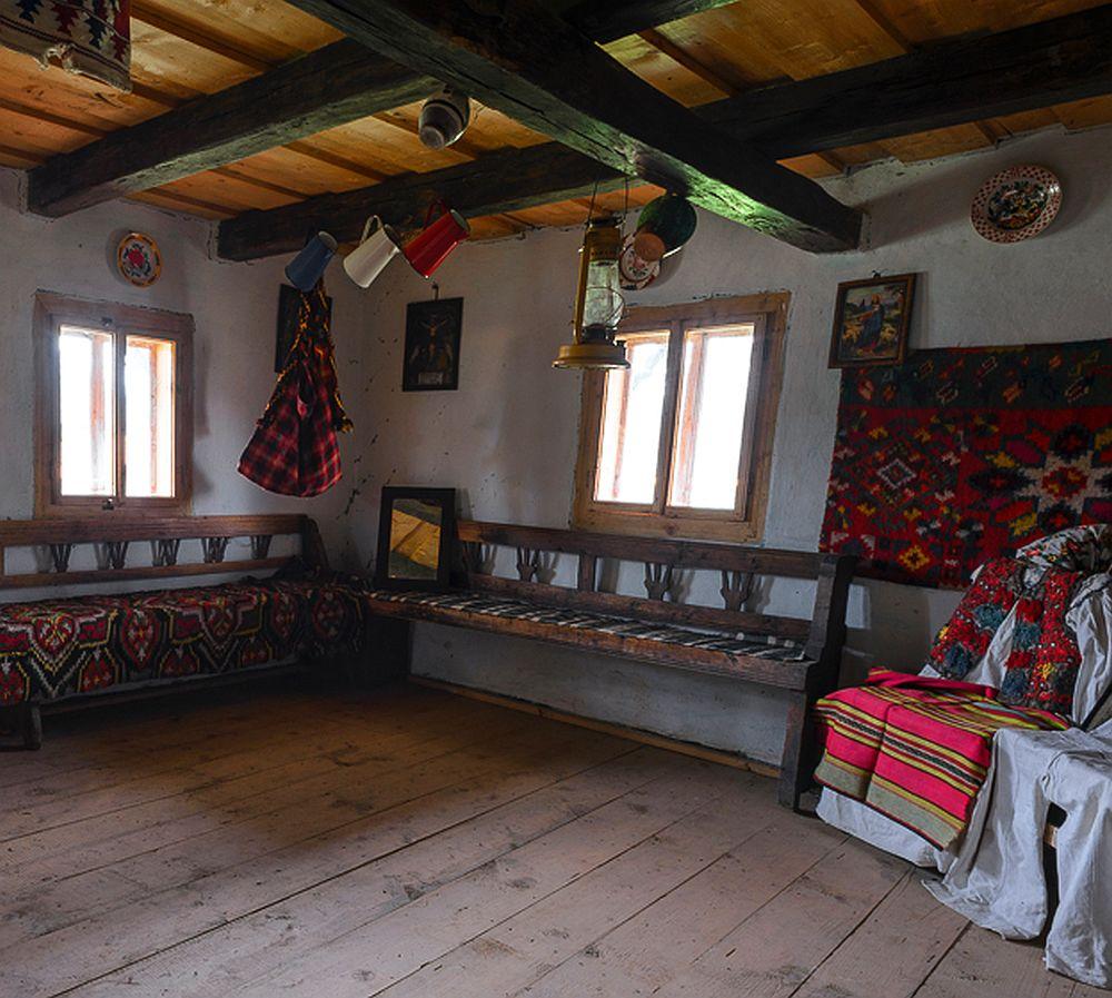 adelaparvu.com despre case din lemn maramuresene, case restaurate Maramures, Breb, Foto Dragos Asaftei (17)