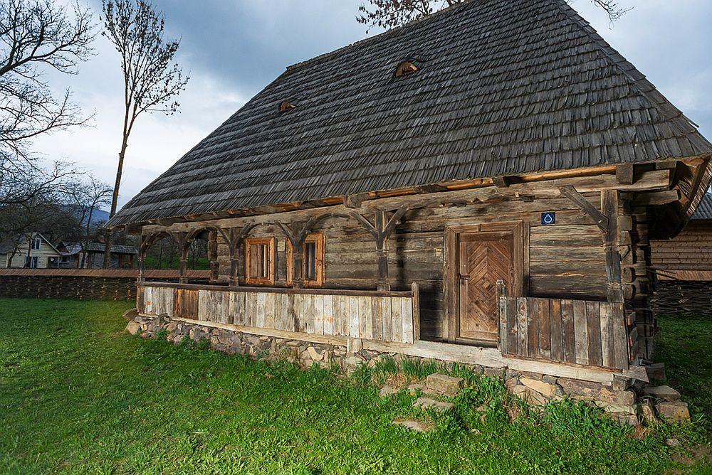 adelaparvu.com despre case din lemn maramuresene, case restaurate Maramures, Breb, Foto Dragos Asaftei (25)