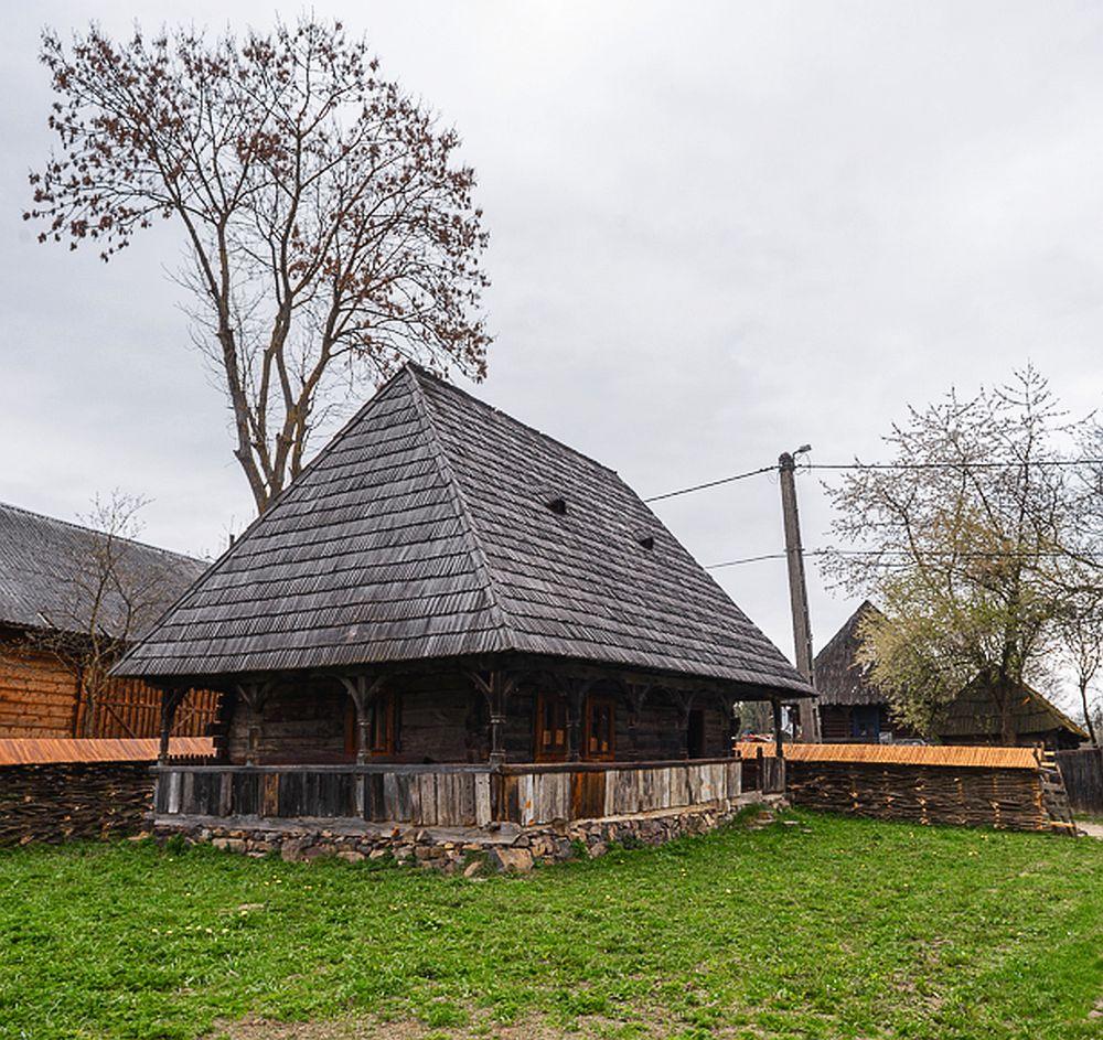 adelaparvu.com despre case din lemn maramuresene, case restaurate Maramures, Breb, Foto Dragos Asaftei (3)