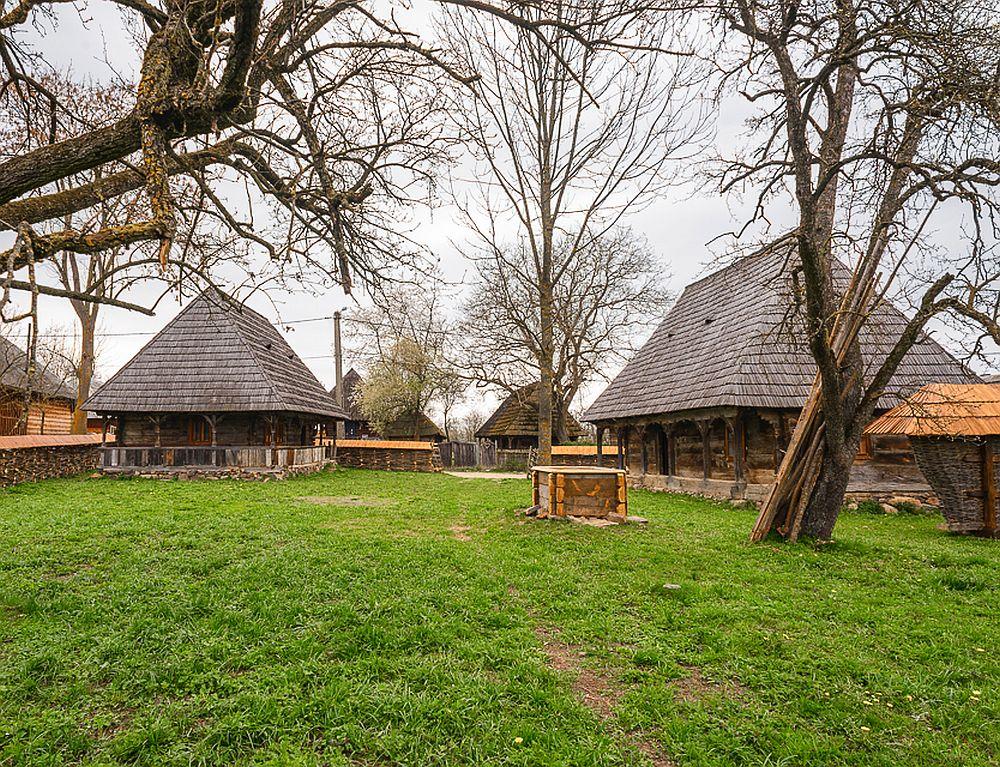adelaparvu.com despre case din lemn maramuresene, case restaurate Maramures, Breb, Foto Dragos Asaftei (4)