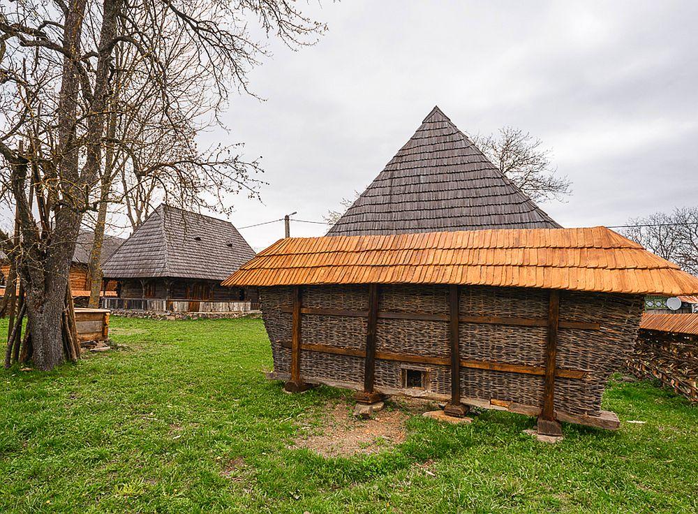 adelaparvu.com despre case din lemn maramuresene, case restaurate Maramures, Breb, Foto Dragos Asaftei (5)