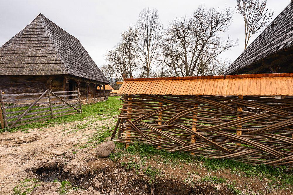 adelaparvu.com despre case din lemn maramuresene, case restaurate Maramures, Breb, Foto Dragos Asaftei (6)