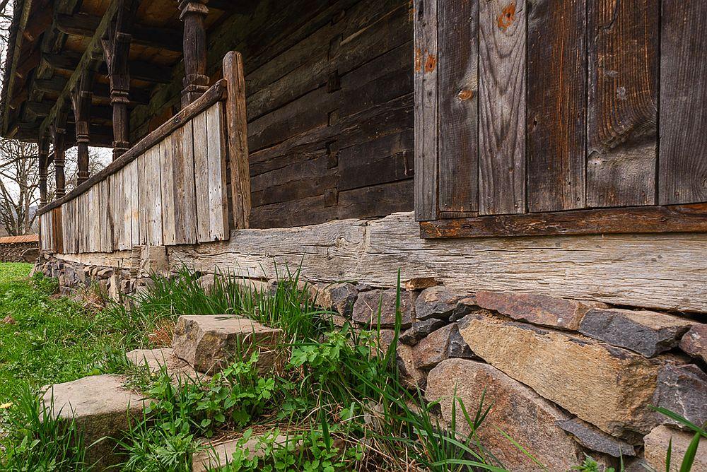 adelaparvu.com despre case din lemn maramuresene, case restaurate Maramures, Breb, Foto Dragos Asaftei (8)
