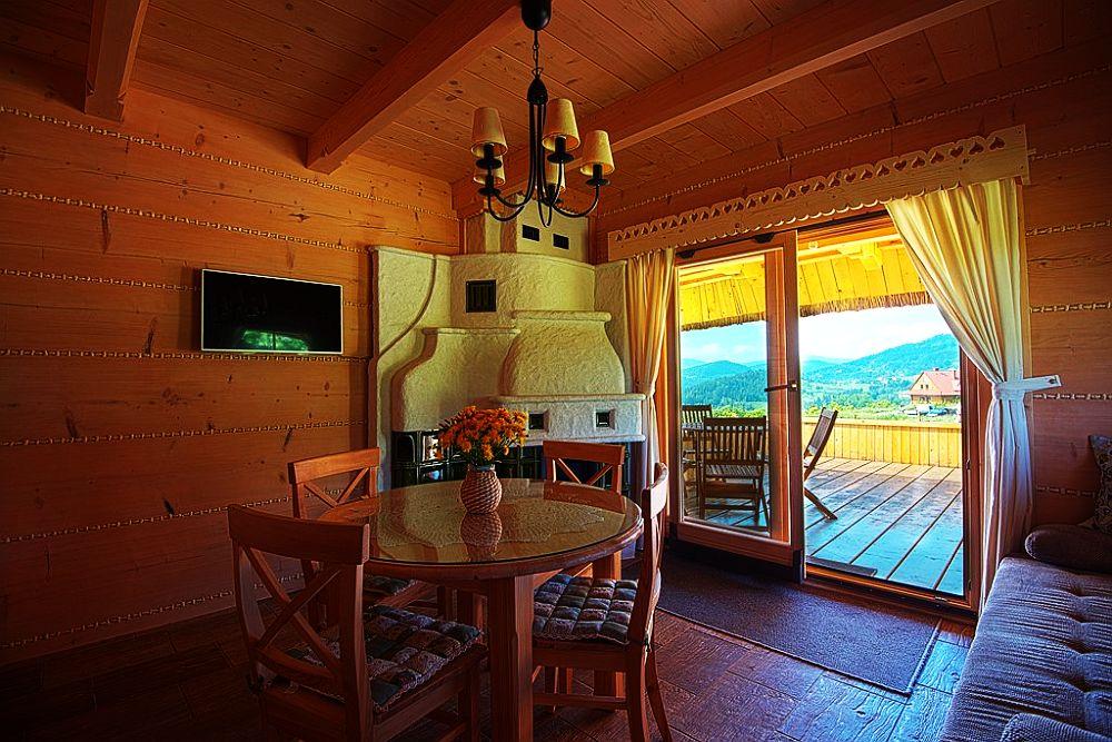 adelaparvu.com despre case rustice din busteni de lemn, case cu acoperis din stuf, case Polonia Osada Beskidzka (11)